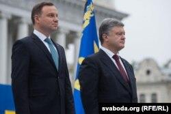 Прэзыдэнт Украіны Пятро Парашэнка (справа) і прэзыдэнт Польшчы Анджэй Дуда