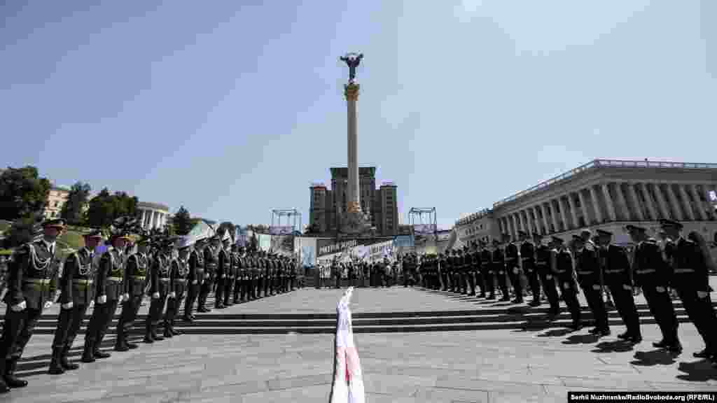Чеченські активісти провели на майдані Незалежності у Києві акцію «Ічкерія жива!», в рамках якої розгорнули найбільший у світі прапор Ічкерії (22 на 33 метри)