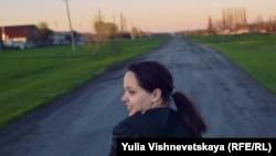 """Таня Ключникова, кадр фильма Юлии Вишневецкой """"Сельский фельдшер""""."""