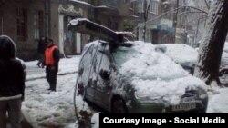 Наслідки буревію зі снігом у Харкові, 2 грудня 2015 року (фото з соцмереж)