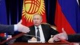 Путин келишимдерге кол коюу учурунда