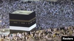 Saudi Arabia -- Muslim pilgrims circle the Kaaba at the Grand mosque in Mecca during the annual haj pilgrimage November 11, 2010.