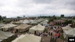 Пустой палаточный лагерь в Алагире стоит на всякий случай - в Северную Осетию могут прийти новые беженцы
