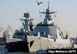 Китайские военные корабли в Кронштадте