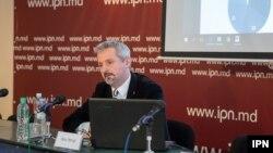 Doru Petruți, prezentând ultimul sondaj IMAS