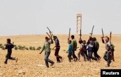 Дети в провинции Хама тренируются, чтобы вступить в отряд повстанцев