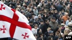 Взбудораженная заявлениями министра внутренних дел грузинская общественность, похоже, так и останется в неведении, кто и как грозит дестабилизацией в стране. Что имел в виду чиновник, не понимают даже в высших эшелонах власти