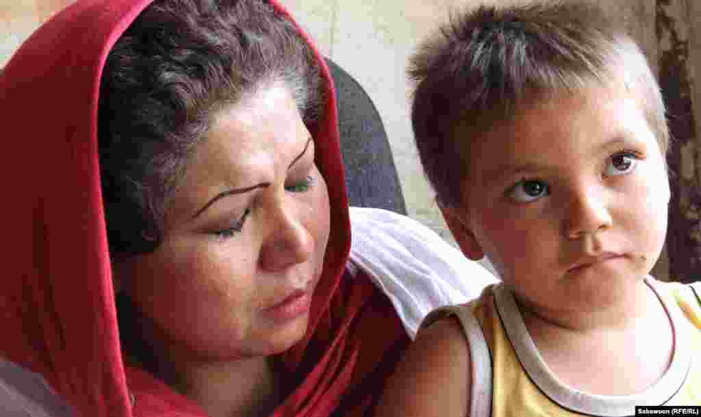 Laila Haidari with a drug addicted child.