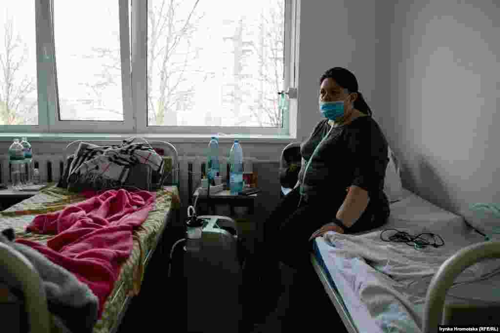 Пацієнтка відділення для хворих на коронавірус
