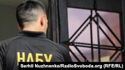 У НАБУ офіційно не вказали прізвища ексдепутата, якому оголосили підозру у справі махінацій із житлом Нацгвардії