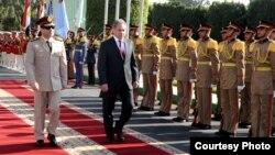 وزیر دفاع روسیه (سمت راست تصویر) در قاهره، به همراه همتای مصریاش٬ ژنرال سیسی.