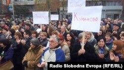 Архивска фотографија: Протестен марш на лекарите специјалисти од Клинички центри од Македонија пред Владата на 8 декември 2012 година.