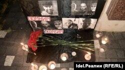 Импровизированный мемориал памяти погибших в ЦАР в Казани