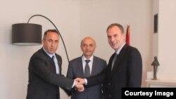 Ramush Haradinaj (AAK), Isa Mustafa (LDK) dhe Fatmir Ljimaj (NISMA)