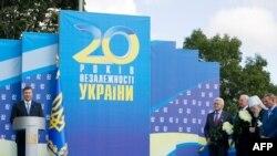Украина президенті Виктор Янукович ел тәуелсіздігін атап өту шарасында мәлімдеме жасап тұр. Киев, 24 тамыз 2011 жыл.