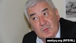 Политик Амиржан Косанов, выступивший свидетелем по делу Жанболата Мамая, которого обвиняют в «отмывании» якобы похищенных из БТА Банка средств через выпуск газеты «Трибуна» («Саяси калам. Трибуна»).