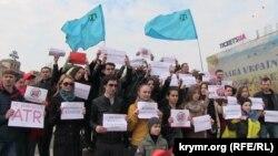 Акция «Не убивайте ATR» в поддержку единственного в мире крымско-татарского телеканала ATR. Киев, 28 марта 2015 года.