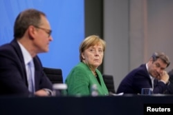 Angela Merkel a cerut României să investigheze actele de corupție ale oamenilor de afaceri cu strânse legături politice, ca parte a combaterii corupției la nivel înalt
