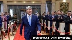 Буга чейин КСДПнын курултайында анын башчылыгына экс-президент Алмазбек Атамбаевди бекитүү маселеси каралары айтылган.