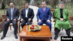 From left to right, Pakistan's President Asif Ali Zardari, Iran's President Mahmud Ahmadinejad, Tajikistan's President Imomali Rahmon and Afghan President Hamid Karzai pose for pictures during a regional conference in Dushanbe.