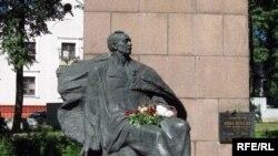 Помнік Янку Купалу на Вайсковых могілках.