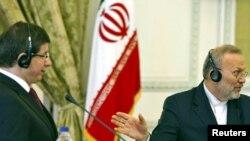 Даутоглу Иран тышкы эшләр министры Моначәр Моттаки белән