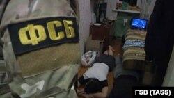 ФСБ Санкт-Петербургда экстремист деп шектелген адамдарды кармады. 15-декабрь, 2017-жыл