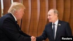 Президенти Росії та США Володимир Путін та Дональд Трамп у Гамбурзі, 7 липня 2017 року