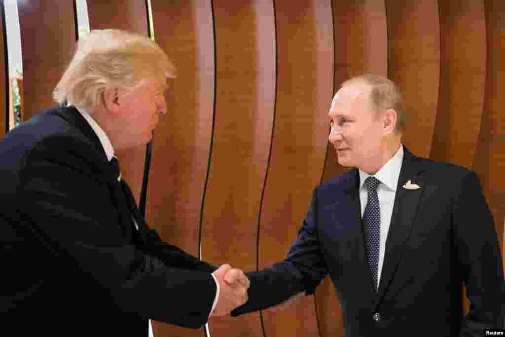 دیدار دونالد ترامپ،رئیس جمهور آمریکا با ولادمیر پوتین،رئیس جمهور روسیه