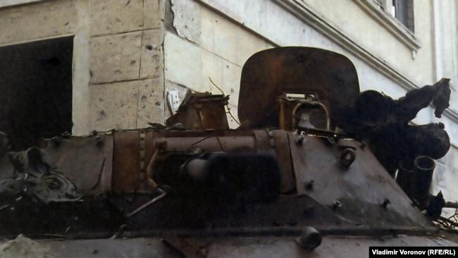 Сгоревший БМП-2 в Грозном, конец 1994
