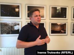 Автор фотографій, Павел Насаділ, під час коментованої екскурсії в Празі, 27 серпня 2018 року