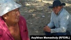 Кейден ауылының тұрғындары. Қызылорда облысы, Жаңақорған ауданы, 22 тамыз 2012 жыл.