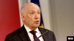 Преговарачот на ОН во спорот со името, Метју Нимиц .