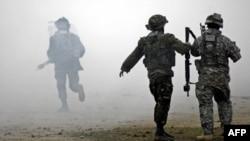 Azərbaycan və ABŞ hərbçiləri NATO-nun birgə hərbi təlimləri zamanı, 2009-cu il