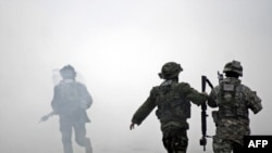 Ադրբեջան - Ամերիկացի եւ ադրբեջանցի զինվորականները համատեղ մասնակցում են ՆԱՏՕ-ի զորավարժություններին Բաքվի մոտակայքում, ապրիլ, 2009 թվական