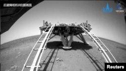 Журонг вози по површината на Марс.