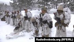 Морские пехотинцы США тренируются в условиях суровой зимы