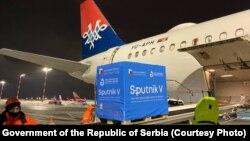 Sputnik V вакцинасини Сербияга экспорт қилиш пайтида олинган сурат. 22 февраль, 2021 йил.