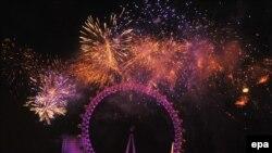 "Spektakularni vatromet u Londonu s pogledom na čuveni ""London Eye"""