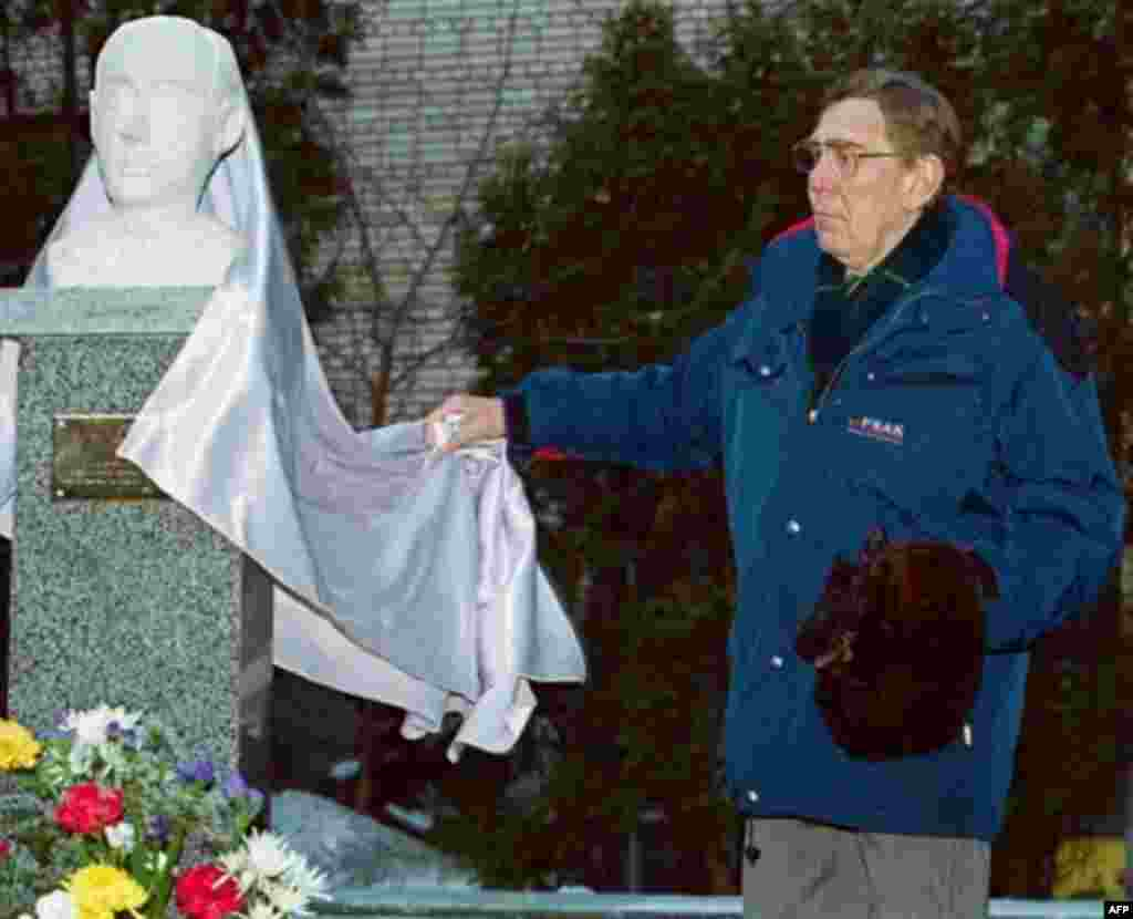 Jan Wallenberg unveils a monument to his cousin, Raoul Wallenberg, in Moscow in January 2001 (AFP) - Swedish diplomat Raoul Wallenberg saved thousands of Jews during World War II by handing out Swedish passports from the embassy in Budapest, often as they were already on their way to Nazi death camps. Wallenberg was later arrested by the Soviet secret police. According to Russian authorities, he died in the gulag in July 1947, but there have been reports that he was seen alive considerably later.
