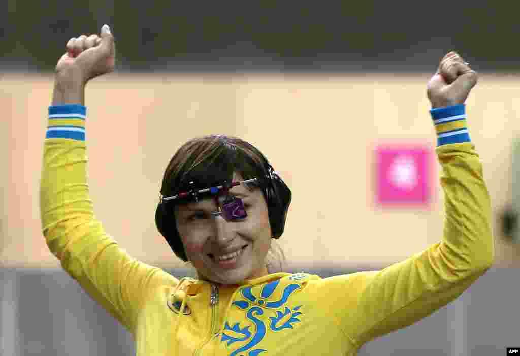 Олена Костевич здобула дві бронзи для команди України – в стрільбі з пневматичного пістолета на відстані 10 та 25 метрів.