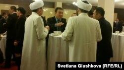 В кулуарах форума религиоведов Казахстана. Астана, 29 октября 2015 года.