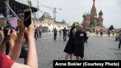 Акция Катрин Ненашевой и Анны Боклер на Красной площади в поддержку заключенных. Фото из личного архива