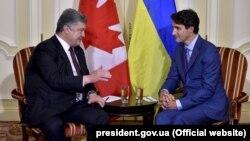 Президент України Петро Порошенко і прем'єр-міністр Канади Джастін Трюдо (праворуч). Торонто, 22 вересня 2017 року