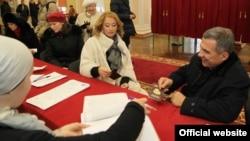 2011 елның декабрендә Рөстәм һәм Гөлсинә Миңнехановлар тавыш бирә