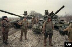 Грозный маңында тұрған Ресей әскері. 13 желтоқсан 1994 жыл.