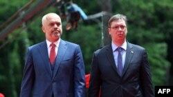 Албанскиот премиер Еди Рама со неговиот српски колега Александар Вучиќ.