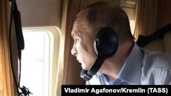 Ռուսաստանի նախագահ Վլադիմիր Պուտինը ուղղաթիռով թռիչքի ժամանակ, հուլիս, 2019թ․