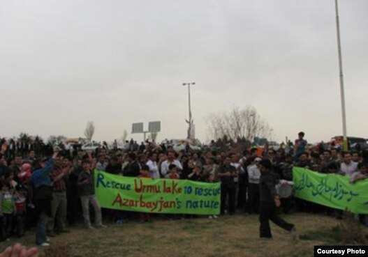 تظاهرات برای نجات دریاچه ارومیه در آذربایجان غربی، عکس تزئینی است