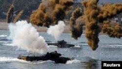Південнокорейська морська піхота бере участь в тренуваннях, викликаних напругою в регіоні